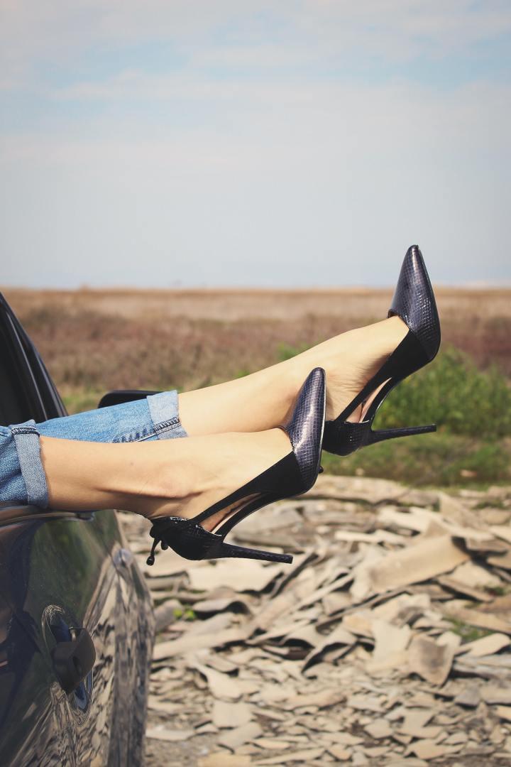 Femeile și pantofii: o poveste dedragoste